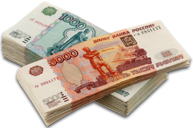 Пачки купюр достоинством в пять тысяч и одну тысячу рублей