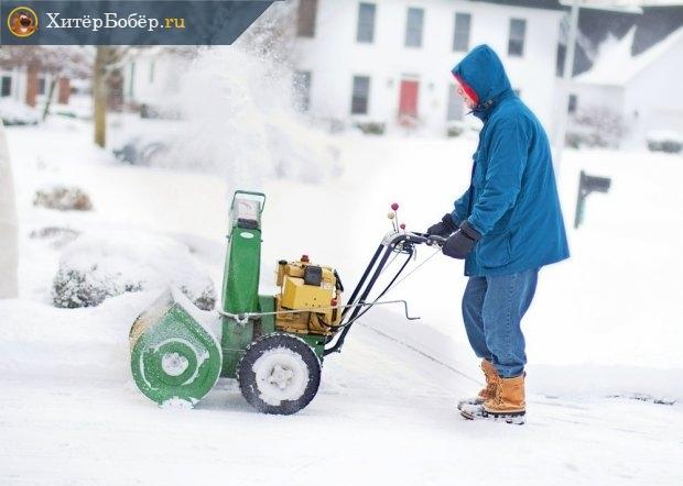 Очистка от снега небольшим снегоочистителем
