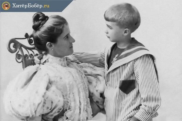 Маленький Джон с матерью