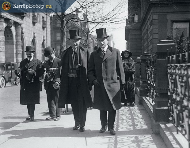 Джон Рокфеллер старший со своим сыном (1915 год)