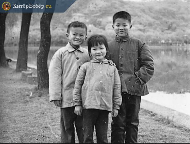 Два китайских мальчика и девочка