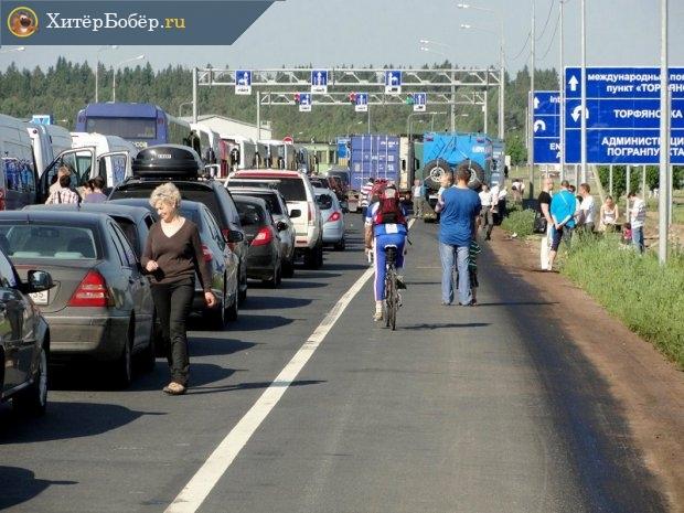 Очередь автомобилей на границе с Финляндией