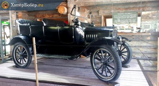 Ретроавтомобиль в музее