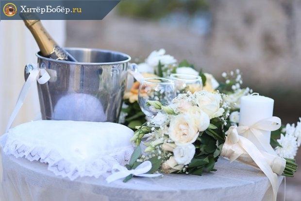 Свадебный набор: шампанское в ведёрке. цветы, бокалы, свеча
