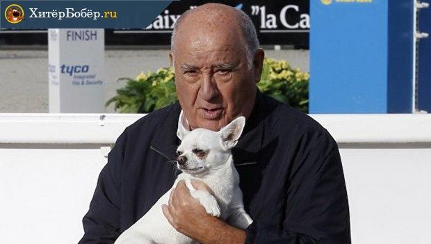 Амансио Ортега со своим питомцем