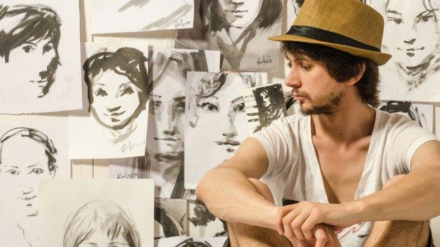 Сергей Баловин с портретами