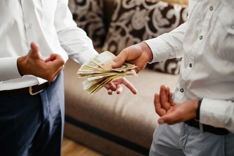 Почему не стоит давать деньги в долг друзьям