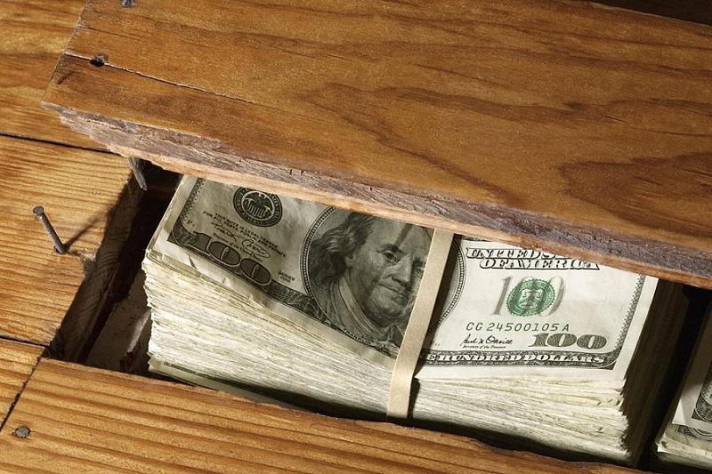 Держать деньги дома