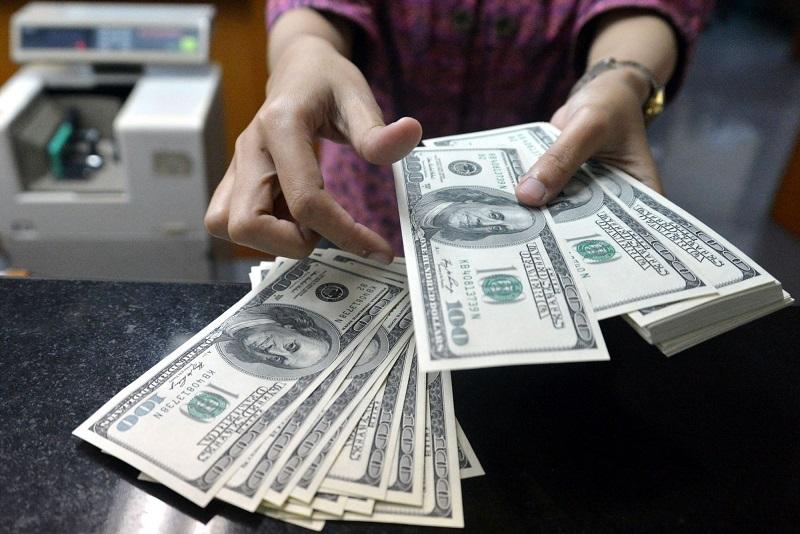 Скупать доллары